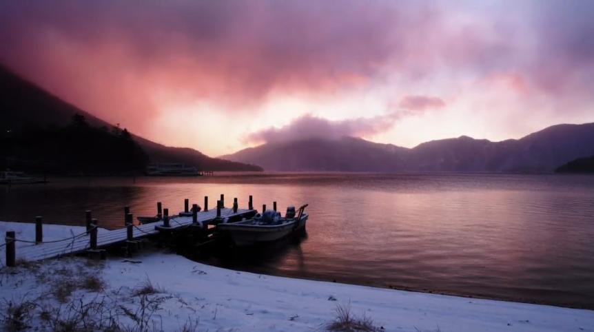 雪山湖视频背景.png